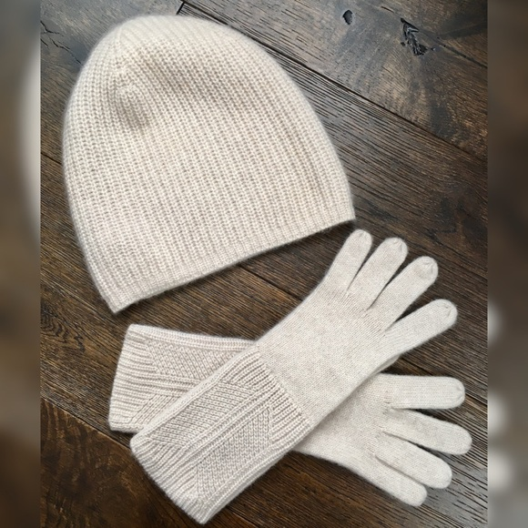 Banana Republic Cashmere Cap & Long Gloves (Set)